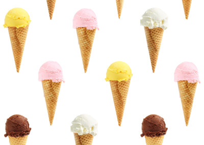 Seamless background of ice cream cones
